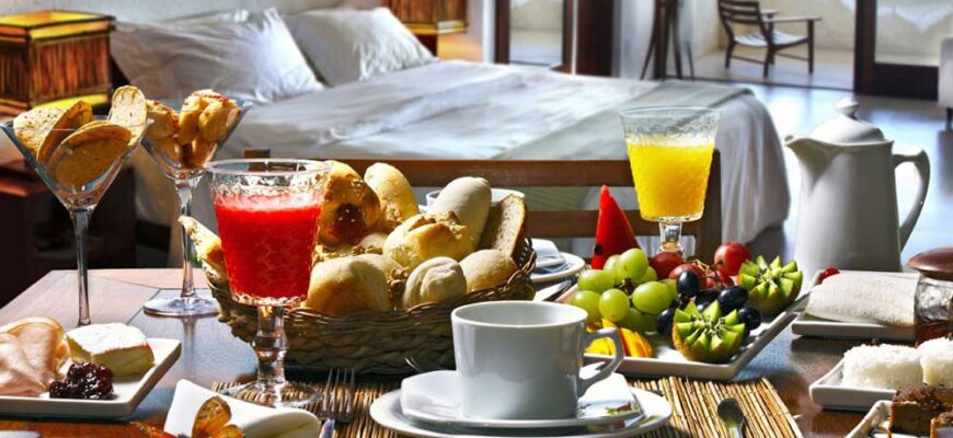 how-to-eat-healthy-when-staying-in-a-hotel-2